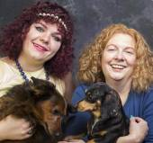 Women with pet dachshunds — Foto de Stock