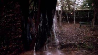 Water wheel spinning — Stock Video