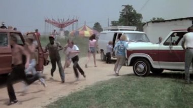 People leaving amusement park — Stock Video