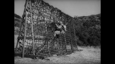 Soldier caught in rope ladder — Stock Video
