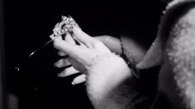 Woman examining tiara — Stock Video
