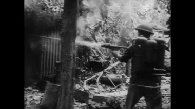 Soldier firing flamethrower, 1940s — Stock Video