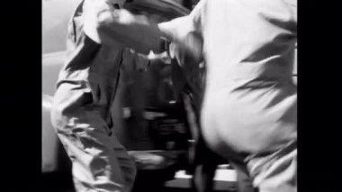 Robbers pulling off Brinks heist — Stock Video