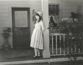 Woman standing on porch — Stock Photo