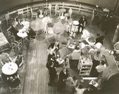 People at  cocktail lounge aboard ship — Stock Photo