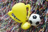 Brasilien-viel Glück-Ball und Trophy — Stockfoto