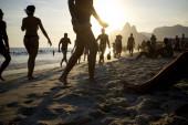 Ipanema Beach Rio de Janeiro Brazil Sunset Silhouettes — Stock Photo