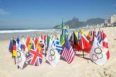 Flagi olimpijskiej i międzynarodowych Ipanema Beach Rio — Zdjęcie stockowe