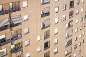 Städtische gebäude-balkone — Stockfoto