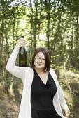 девушка подъема бутылка — Стоковое фото