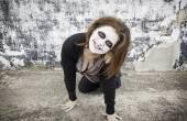 Woman smiles diabolical — Photo
