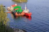 Samara, Russia - August 15, 2014: the Volga river. Boats floatin — Stock Photo