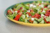 Leckeren griechischen salat mit feta — Stockfoto