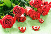 Red roses and hearts — Stock Photo