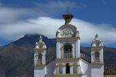 Quiroga Kościoła z montażu cotacachi — Zdjęcie stockowe