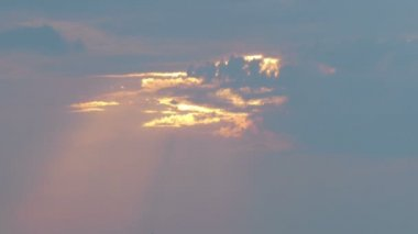Heavenly clouds with sun rays — Stock Video