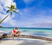 Happy smiling family father and three kids on tropical beach and — Foto de Stock