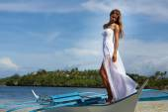 Outdoor portrait of young beautiful woman bride in wedding dress — Foto Stock