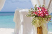 Beautiful wedding setup and flowers on tropical beach background — Stock Photo