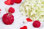 Wedding rings, decoration and bridal bouquet isolated over white — Stock Photo