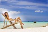 Young beautiful woman on tropical sea background — Stock Photo