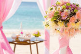 Wedding on beach, tropical outdoor wedding set up decoration — Стоковое фото