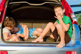 Three happy kids in car, family trip, summer vacation travel — Stock Photo