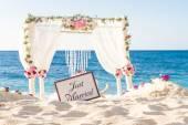 Beach wedding set up, tropical outdoor wedding reception, beauti — Stock Photo