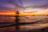 Sail boat at sunset sea, boracay island, philippines — Stock Photo