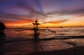 Sail boat at sunset sea, boracay island, philippines — Foto Stock