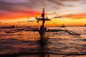 Sail boat at sunset sea, boracay island, philippines — Stock Photo