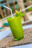 Mango mint cocktail in outdoor restaurant, blurred background — Stock Photo