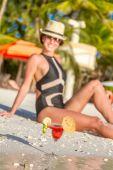 Young beautiful woman enjoying summer vacations on tropical beac — Stock Photo