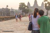 SIEM REAP, CAMBODIA - FEBRUARY 27, 2015 : Unidentified people vi — Stock Photo
