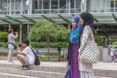 KUALA LUMPUR - March 01, 2015: Underfined tourists taking pictur — Stock Photo