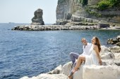 Couple smiling and relaxing near the sea, Naples, Italy — Stock Photo