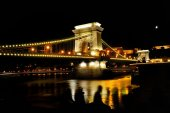Chain Bridge over Danube river at night, Budapest, Hungary — Foto de Stock