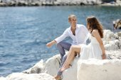 Bride and groom relaxing near sea after wedding, Naples, Italy — Stock Photo