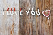 I love you words and heart shaped decor on wooden background - valentines day — Foto Stock