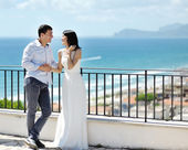 Happy newlywed couple in wedding day in Italy — Stock Photo