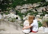Groom embraces bride in wedding day in Positano, Italy — Stock Photo