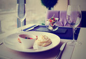 Cutlets, potato mash and vegetable salad on restaurant table, to — Stock Photo