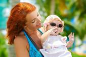 Beauty Mum and her Child playing in Park — Stock Photo