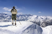 Jahrgang Skifahrer mit hölzernen skis — Stockfoto