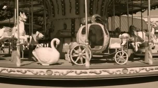 Old wooden carousel — Vídeo de stock