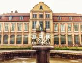 Abbots palace in gdansk oliva park. building with fountain — Stock Photo