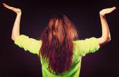 Tiener meisje met open handen met kopie ruimte — Stockfoto