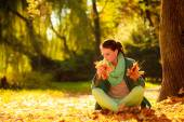 Girl relaxing in colorful forest foliage outdoor. — Stock Photo