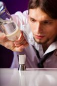 Young man bartender preparing alcohol drink — Stock Photo
