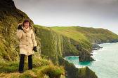 Woman tourist on rock cliff — Foto Stock